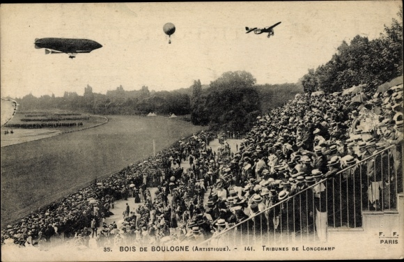 Ak Bois de Boulogne Paris, Tribunes de Longchamp, Flugzeug, Zeppelin, Fesselballon, Zuschauertribüne