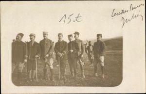 Foto Ak Französische Soldaten in Uniformen, Gehstöcke