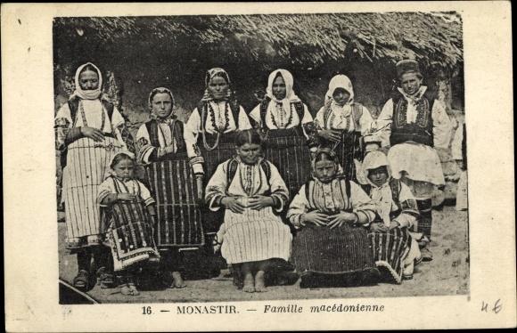Ak Bitola Monastir Mazedonien, Famille macedonienne, mazedonische Familie in Trachten