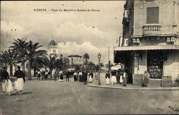 Ak Bizerte Tunesien, Place du Marché et Avenue de France, Passants