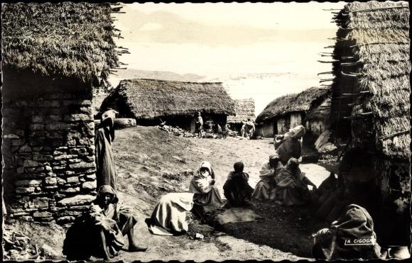 Ak Maghreb, Scènes et Types, Village indigène, Dorfansicht, Anwohner