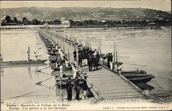 Ak Vienne Isère, Pontage sur le Rhône, Passage d'un général et de son état major, Pioniere, Brücke