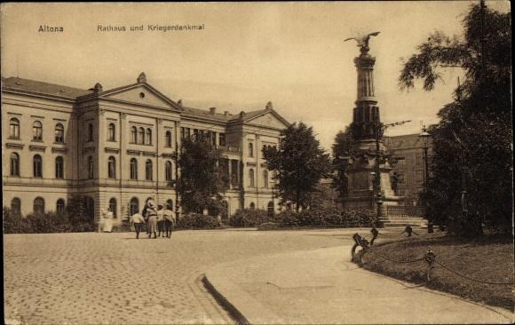 Ak Hamburg Altona, Rathaus u. Kriegerdenkmal, Straßenpartie, Passanten
