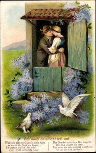 Präge Litho Geh mach dein Fensterl auf, Liebespaar, Umarmung, Tauben, Fliederblüten