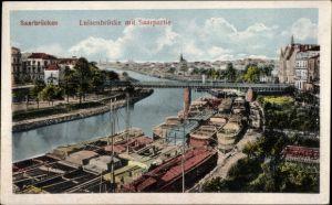 Ak Saarbrücken im Saarland, Luisenbrücke mit Saarpartie