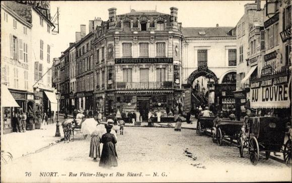 Ak Niort Deux Sèvres, Rue Victor Hugo et Rue Ricard