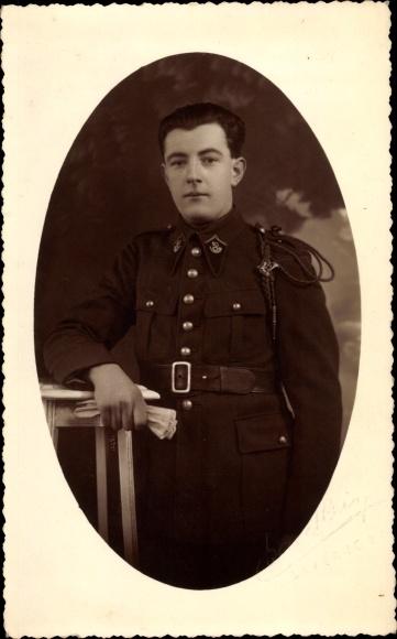 Foto Ak Französischer Soldat in Uniform, Schützenschnur, Kragenspiegel