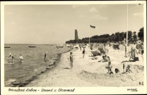 Ak Laboe Probstei Ostsee, Strand u. Ehrenmal, Sandburgen, Kinder