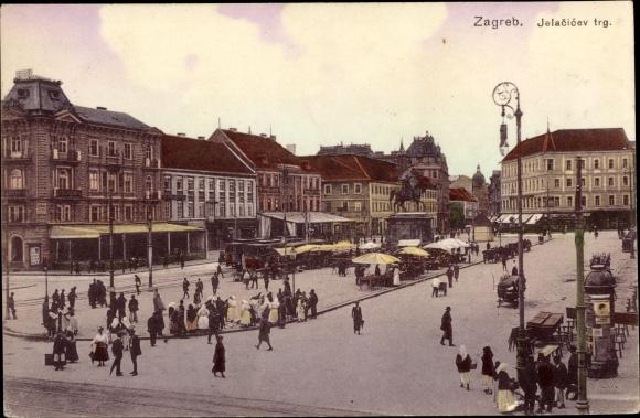 Ak Zagreb Kroatien, Jelacicev trg., Platz mit Reiterstandbild, Straßenbahnen, Passanten