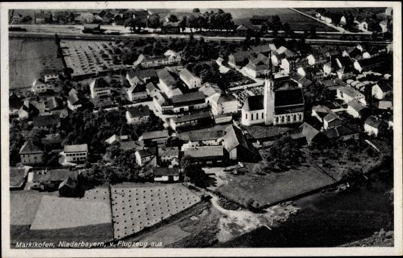 Ak Marklkofen Niederbayern, Fliegeraufnahme des Ortes, Kirche, Wohnhäuser, Felder