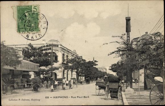 Ak Hai Phong Tonkin Vietnam, Rue Paul Bert, Straßenpartie, Rikschas
