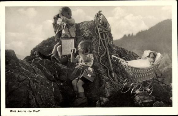 Ak Was kostet die Welt, Kinder als Bergsteiger, Puppenwagen, Feldstecher