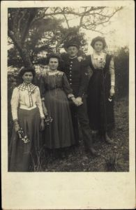 Foto Ak Französischer Soldat in Uniform, Familienportrait
