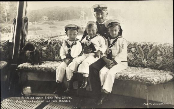 Ak Kaiser Wilhelm II., Portrait mit Enkeln, Prinz Wilhelm, Prinz Louis Ferdinand, Prinz Hubertus