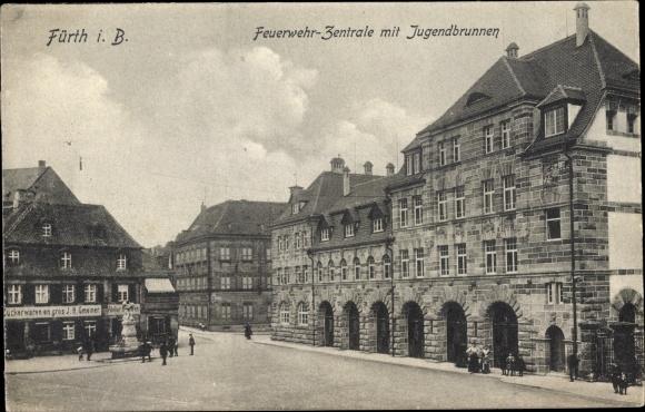 Ak Fürth in Mittelfranken Bayern, Feuerwehr Zentrale, Jugendbrunnen, Geschäft J. H. Gmeiner