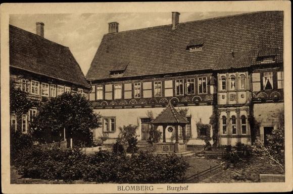 Ak Blomberg Nordrhein Westfalen, Sicht auf den Burghof