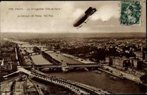 Ak Passy Paris, Le Dirigeable Ville de Paris, Stadtpanorama, Zeppelin, Brücken, Bahnstrecke
