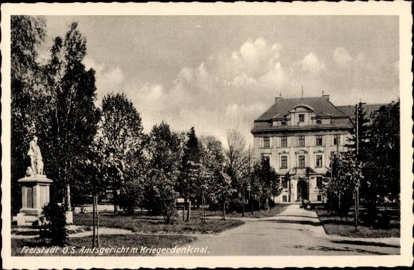 Ak Fryštát Freistadt Karviná Karwin Mährisch Schlesien, Amtsgericht mit Kriegerdenkmal