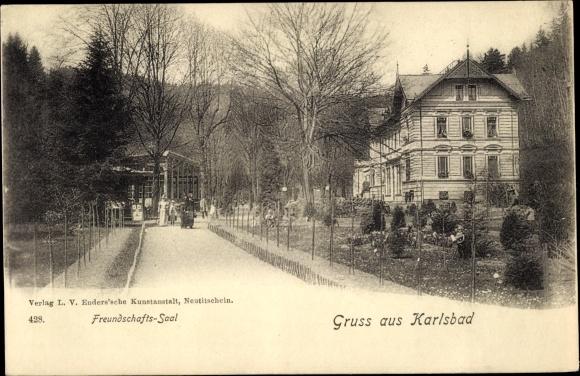 Ak Karlovy Vary Karlsbad Stadt, Freundschaftssaal, Parkanlagen, Spaziergänger