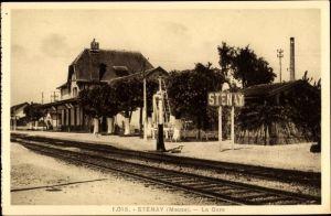 Ak Stenay Meuse, La Gare, Bahnhof von der Gleisseite