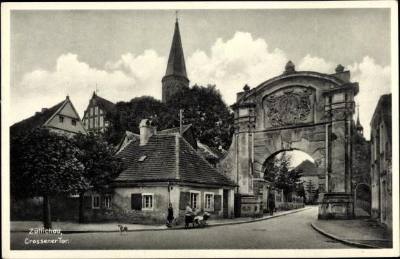 Ak Züllichau Sulechów Ostbrandenburg, Crossener Tor, Kirchturm, Anwohner
