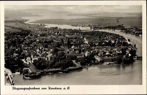 Ak Konstanz am Bodensee, Fliegeraufnahme der Stadt mit Rheinblick