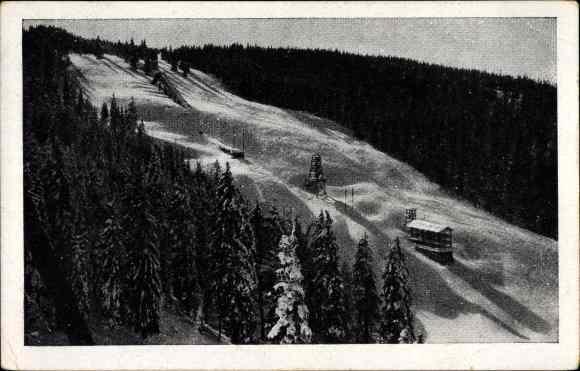 Ak Feldberg im Schwarzwald, Sprungschanze im Winter, Tannenbäume