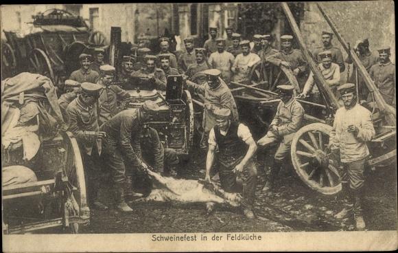 Ak Schweinefest in der Feldküche, Deutsche Soldaten, Gulaschkanone, I. WK