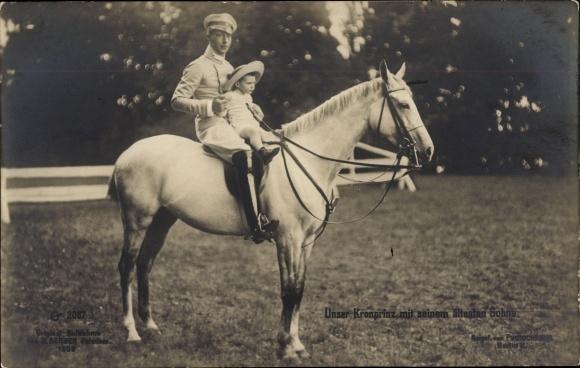 Ak Kronprinz Wilhelm von Preußen, Portrait mit Sohn auf einem Pferd