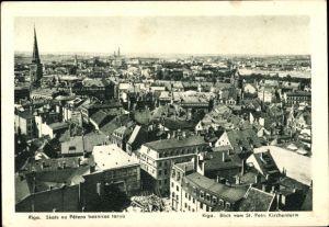 Ak Riga Lettland, Blick vom St. Petri Kirchenturm über die Dächer der Stadt