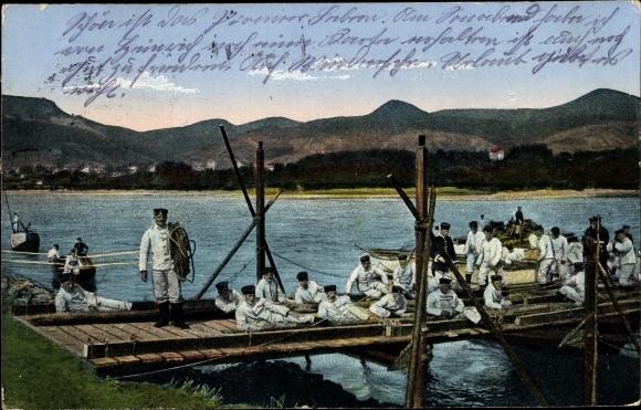 Ak Deutsche Pioniere beim Brückenbau, Schiffbrücke