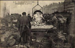 Ak Boulogne sur Mer Pas de Calais, Déchargement du poisson