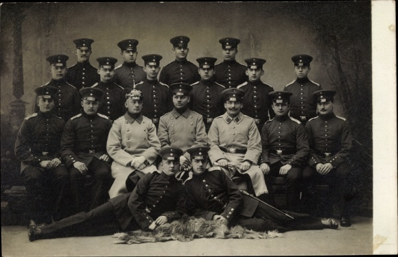 Foto Ak Deutsche Soldaten in Uniformen, Pickelhaube