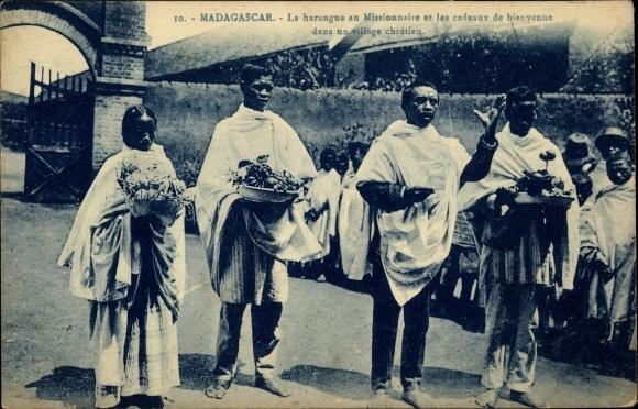 Ak Madagaskar, La harangue au Missionnaire et les cadeaux de bienvenue dans un village chrétien