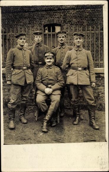 Foto Ak Gruppenfoto Deutscher Soldaten in Uniformen, Stiefel