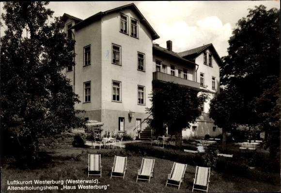 Ak Westerburg im Westerwaldkreis, Altenerholungsheim Haus Westerburg, Garten