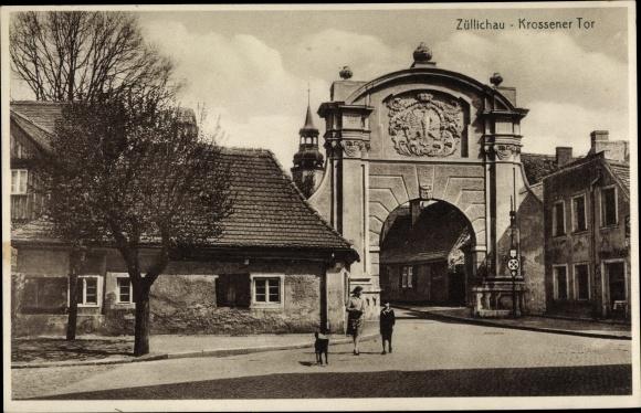 Ak Züllichau Sulechów Ostbrandenburg, Krossener Tor, Frau, Kind, Hund