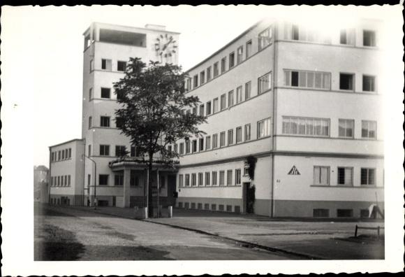 Foto Ak DJH Jugendherberge im Bauhausstil, Straßenansicht