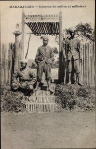 Ak Madagaskar, Caserne de milice et miliciens, Kaserne, Soldaten