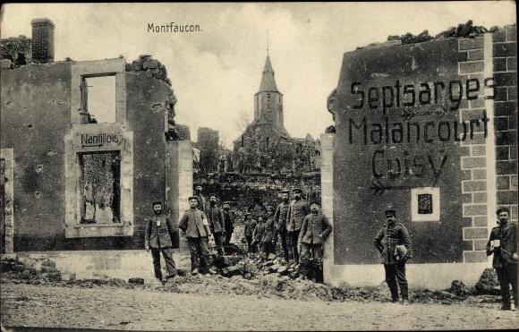 Ak Montfaucon Lothringen Meuse, Deutsche Soldaten, Kriegszerstörungen, I. WK