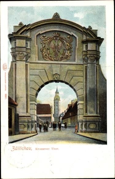 Ak Züllichau Sulechów Ostbrandenburg, Krossener Tor, Kirche, Passanten, Straßenansicht