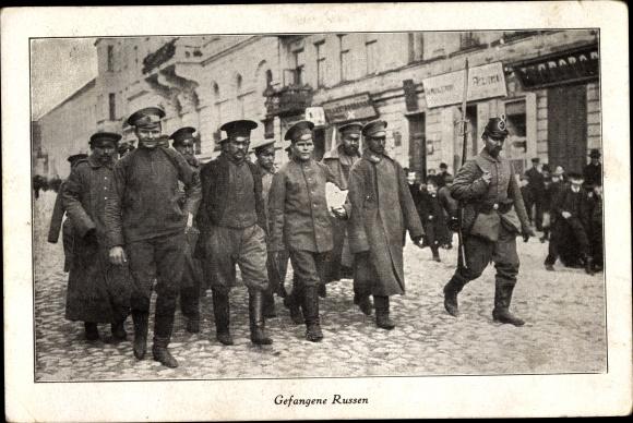 Ak Kriegsgefangene Russen, Straßenszene, I. WK