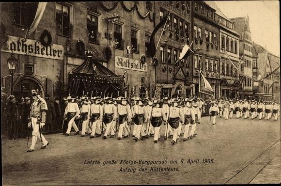 Ak Freiberg in Sachsen, Königs Bergparade 1905, Aufzug der Hüttenleute vor dem Ratskeller