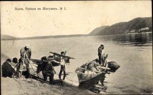 Ak Russland, Wolga, Fischer aus dem Schiguli Gebirge am Flussufer, Boote, Fang