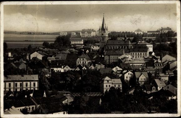Ak Tachov Tachau Pilsener Region, Gesamtansicht der Stadt, Kirche, Wohnhäuser, Fabrik