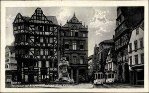 Ak Gießen an der Lahn Hessen, Markplatz mit Kriegerdenkmal und altem Rathaus, Straßenbahnen