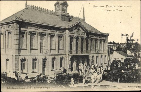 Ak Fort de France Martinique, L'Hotel de Ville, Rathaus, Anwohner