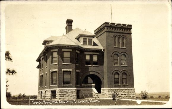 Foto Ak Ivanhoe Minnesota USA, County Building and Jail, Gerichtsgebäude, Gefängnis