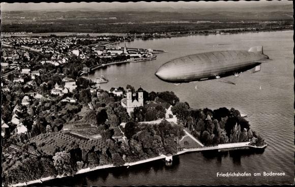 Ak Friedrichshafen am Bodensee, Totalansicht vom Ort, Zeppelin, Fliegeraufnahme