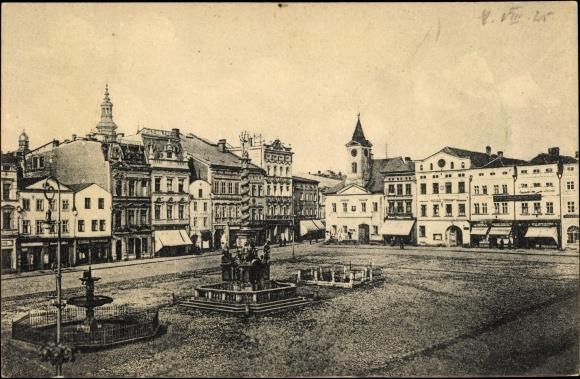 Ak Broumov Braunau Region Königgrätz, Ringplatz, Geschäftshäuser, Denkmal, Brunnen